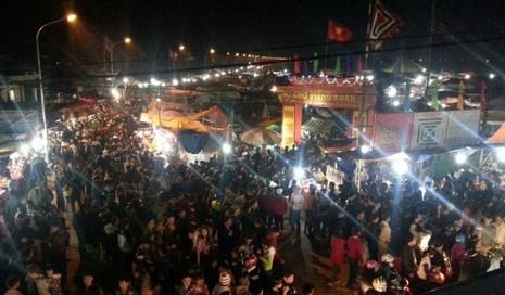 Chợ Viềng: Nghẹt thở đi chợ cầu may - ảnh 9