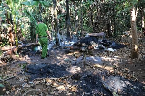 Cả xóm hoảng loạn bỏ nhà chạy vì đống rác đang đốt… phát nổ - ảnh 2