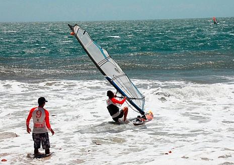 Phan Thiết: Khởi tranh Giải Lướt ván buồm quốc tế năm 2016 - ảnh 1