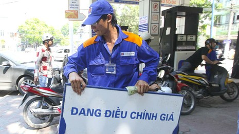 Lùm xùm thuế suất xăng dầu: Trách nhiệm nơi ban hành văn bản - ảnh 1