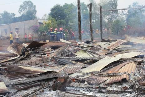 Cháy nhà truyền thống Êđê, 4 cháu nhỏ thoát chết trong gang tấc - ảnh 1