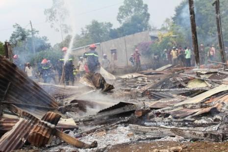 Cháy nhà truyền thống Êđê, 4 cháu nhỏ thoát chết trong gang tấc - ảnh 2