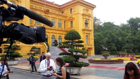Tổng thống Obama công bố gỡ bỏ cấm vận vũ khí đối với Việt Nam  - ảnh 29