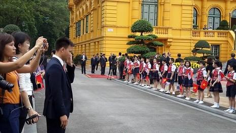 Tổng thống Obama công bố gỡ bỏ cấm vận vũ khí đối với Việt Nam  - ảnh 16