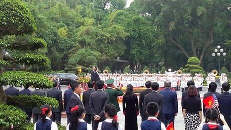 Tổng thống Obama công bố gỡ bỏ cấm vận vũ khí đối với Việt Nam  - ảnh 13