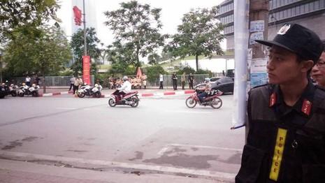 Tổng thống Obama công bố gỡ bỏ cấm vận vũ khí đối với Việt Nam  - ảnh 32