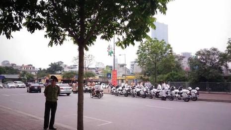 Tổng thống Obama công bố gỡ bỏ cấm vận vũ khí đối với Việt Nam  - ảnh 33