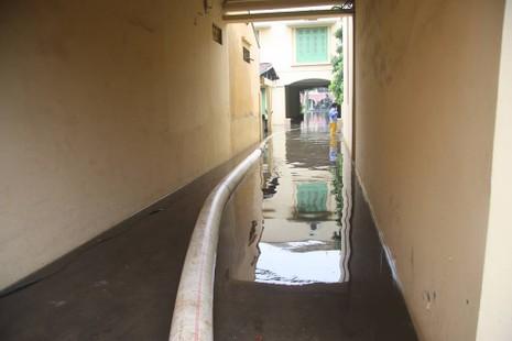 Hà Nội ngập nặng sau trận mưa lớn, giao thông rối loạn - ảnh 23