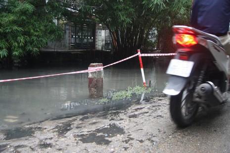 Hà Nội ngập nặng sau trận mưa lớn, giao thông rối loạn - ảnh 20