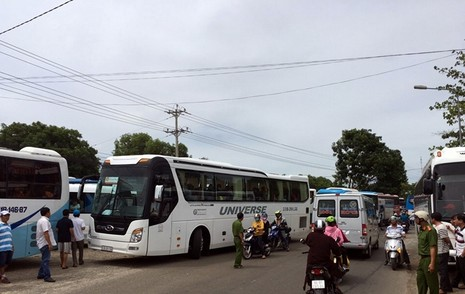 Kẹt xe nhiều giờ ở vòng xoay cầu Hùng Vương, Phan Thiết - ảnh 1