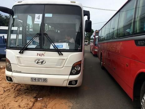 Kẹt xe nhiều giờ ở vòng xoay cầu Hùng Vương, Phan Thiết - ảnh 2