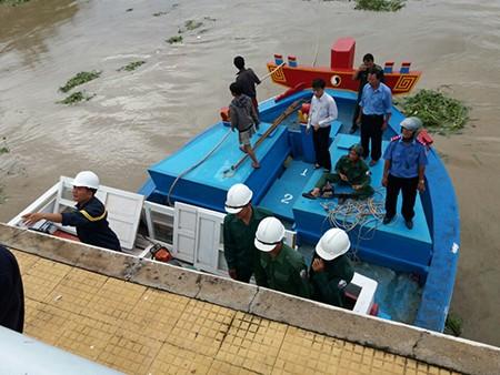 hiện trường vụ giải cứu con tàu bị mắc kẹt