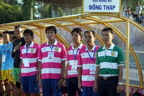 Ban huấn luyện Đồng Tháp lo lắng khi đội bóng vẫn đứng cuối bảng xếp hạng V-League.