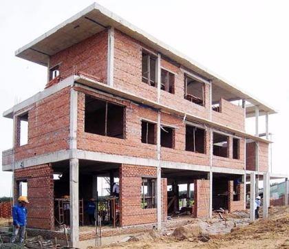 Phải có bản cam kết của chủ đầu tư bảo đảm an toàn đối với công trình xây dựng có công trình liền kề
