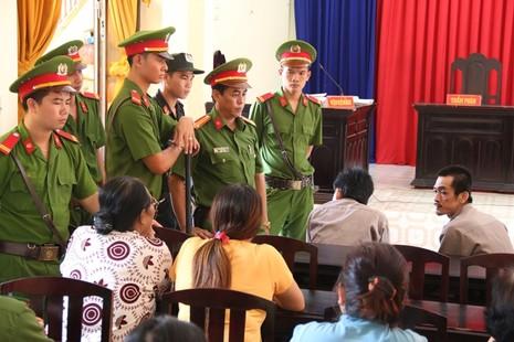 Đỗ Thanh Sơn được lực lượng Công an bảo vệ nghiêm ngặt