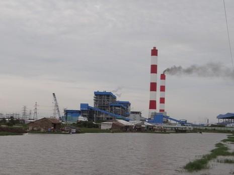 Tình trạng xả thải gây ô nhiễm môi trường vẫn còn phổ biến. Ảnh: TRUNG THANH