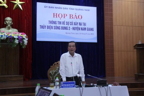 ông Huỳnh Khánh Toàn chủ trì họp báo