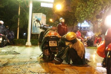 Chùm ảnh: Sân bay Tân Sơn Nhất bị biển nước vây quanh - ảnh 16