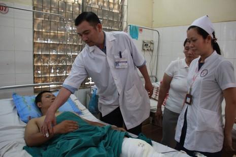 Thượng úy Nguyễn Trường Chinh bị thương nặng đang cấp cứu tại BVĐK tỉnh Đắk Lắk