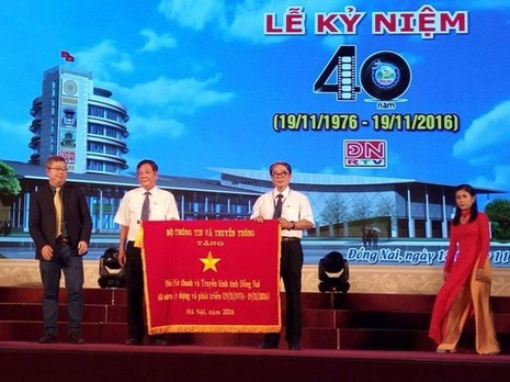 Bộ TTTT đã tặng bức trướng chúc mừng ngày thành lập ĐNRTV