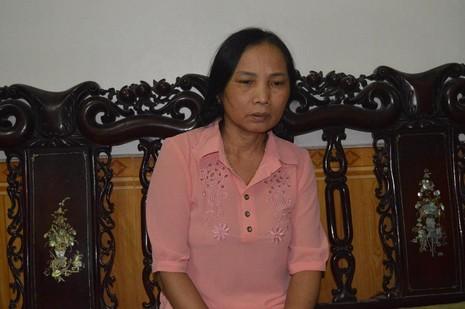 Bà Hương xúc động khi hay tin Chủ tịch Fidel Castro qua đời. Ảnh: Nguyễn Do