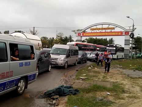 Quảng Nam kẹt xe hàng chục cây số sau Tết - ảnh 1