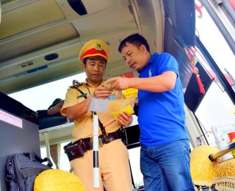 Lực lượng CSGT phát hiện nhiều xe khách vi phạm quy định
