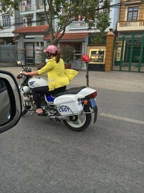 Ngạc nhiên cô gái đi dép lê lái xe đặc chủng CSGT - ảnh 2