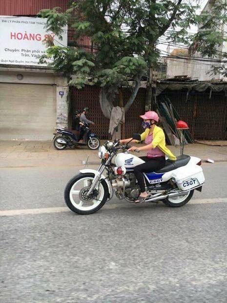 Ngạc nhiên cô gái đi dép lê lái xe đặc chủng CSGT - ảnh 1