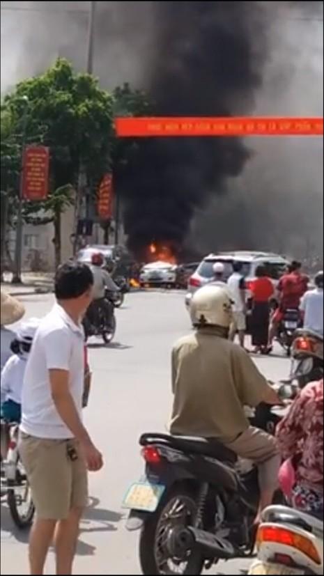Hiện trường lúc xảy ra vụ nổ taxi (ảnh internet)