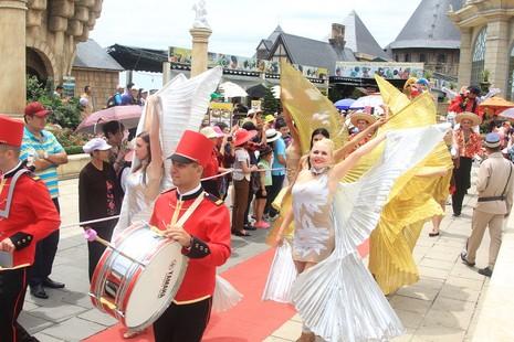 Bà Nà Hills nhận danh hiệu khu du lịch hàng đầu Việt Nam - ảnh 2