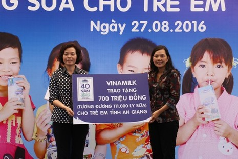 111.000 ly sữa trao cho trẻ em An Giang - ảnh 1