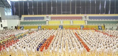 4.000 người cao tuổi và giải đấu thể dục dưỡng sinh  - ảnh 1