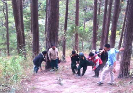 Tìm thấy 3 thi thể du khách người Anh tử nạn tại thác Datanla, Đà Lạt - ảnh 2