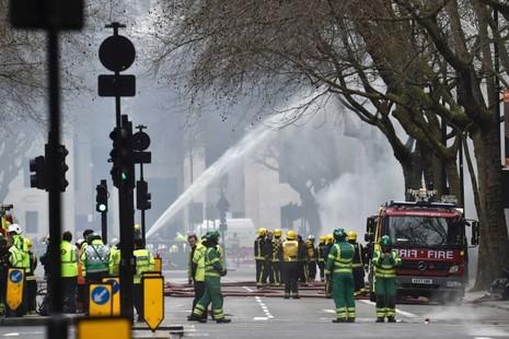 Cháy lớn dưới lòng đất, sơ tán hơn 2.000 người  - ảnh 3