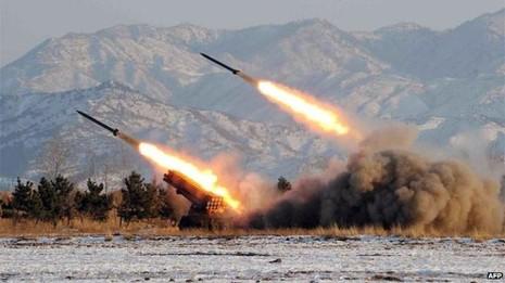 Kim Jong-un giám sát bắn thử tên lửa cháy - ảnh 1