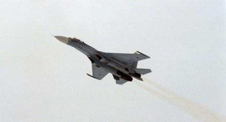 Moscow tung chiến đấu cơ Su-27 ngăn máy bay Mỹ hướng về Nga - ảnh 1
