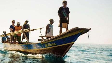 Cận cảnh săn cá voi truyền thống: Nguy hiểm như phim  - ảnh 1