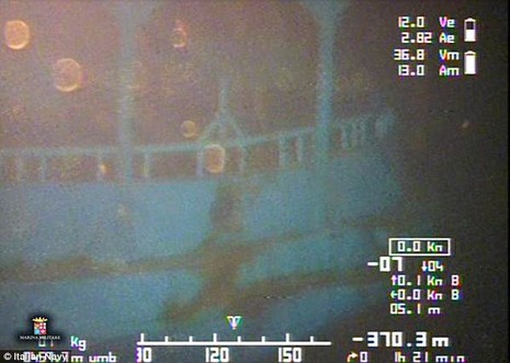 Rùng rợn 'mộ tập thể' dưới nước của 800 người  - ảnh 1
