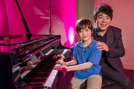 Đôi tay 'triệu đô' của thần đồng piano 10 tuổi - ảnh 1