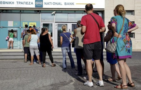 Hy Lạp đề nghị chỉ được rút tiền ATM tối đa 60 euro - ảnh 1