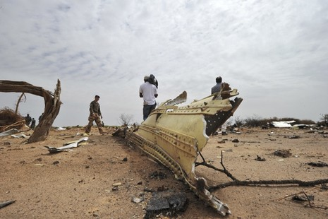 Một loạt sai phạm khiến máy bay rơi giết chết 116 người - ảnh 1