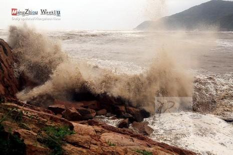 Siêu bão Chan-hom tấn công Trung Quốc: Thiệt hại khủng khiếp - ảnh 2