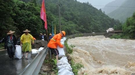 Siêu bão Chan-hom tấn công Trung Quốc: Thiệt hại khủng khiếp - ảnh 4