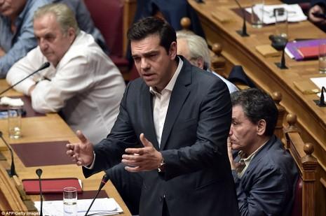 Thủ tướng Hy Lạp gặp khó, dân Athens tấn công quốc hội - ảnh 5