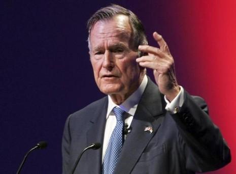 Cựu tổng thống Mỹ bị té gãy đốt sống cổ - ảnh 1