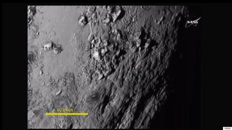 Những bức ảnh đầu tiên về Diêm Vương tinh làm giới khoa học 'mê mẩn' - ảnh 1