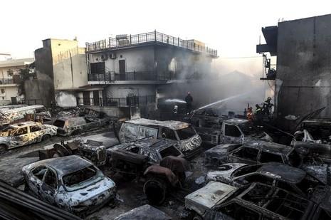 Cháy kinh hoàng ở Hy Lạp, du khách hoảng loạn - ảnh 2