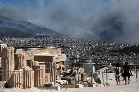 Cháy kinh hoàng ở Hy Lạp, du khách hoảng loạn - ảnh 3