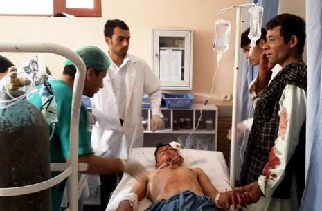 Đánh bom liều chết tại Afghanistan, 15 người chết - ảnh 1